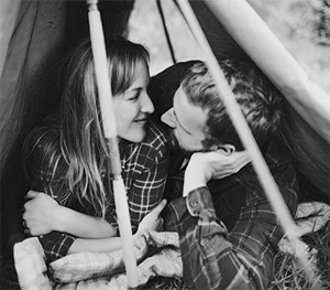camping-couple