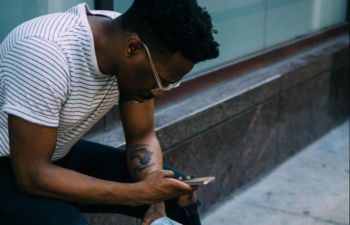 man-receiving-jealous-texts