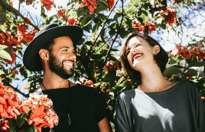 couple-smiling-flowers